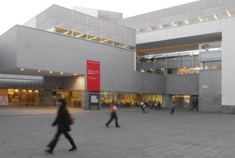 BIBLIOTECA FORT PIENC - Ajuntament de Barcelona